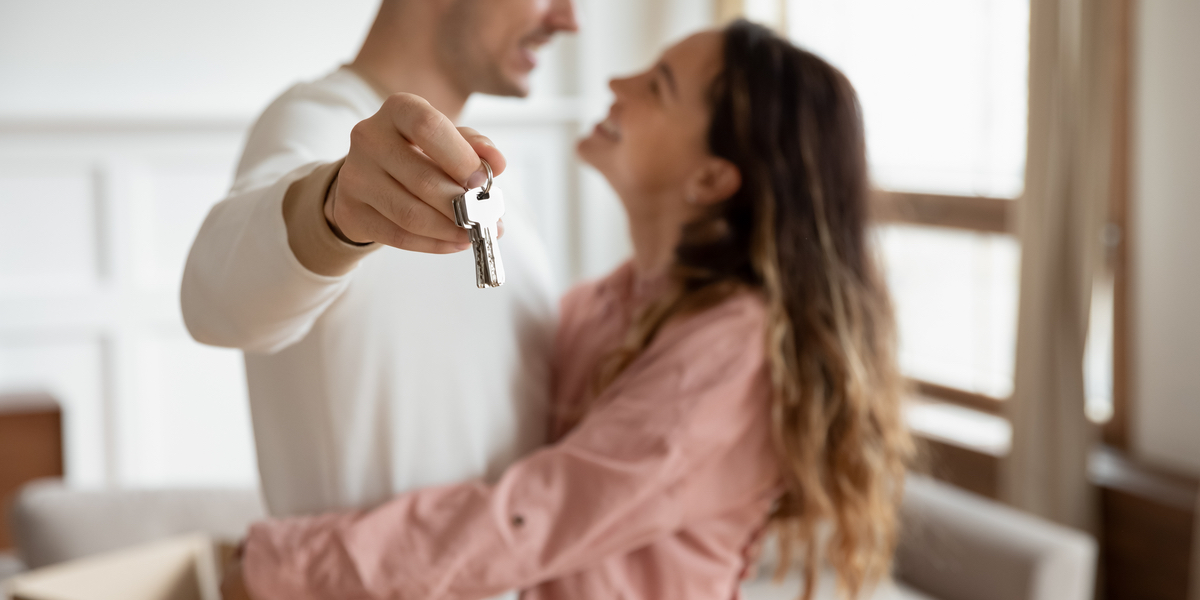 YOUNG COUPLE, HOUSE KEYS, LOVE