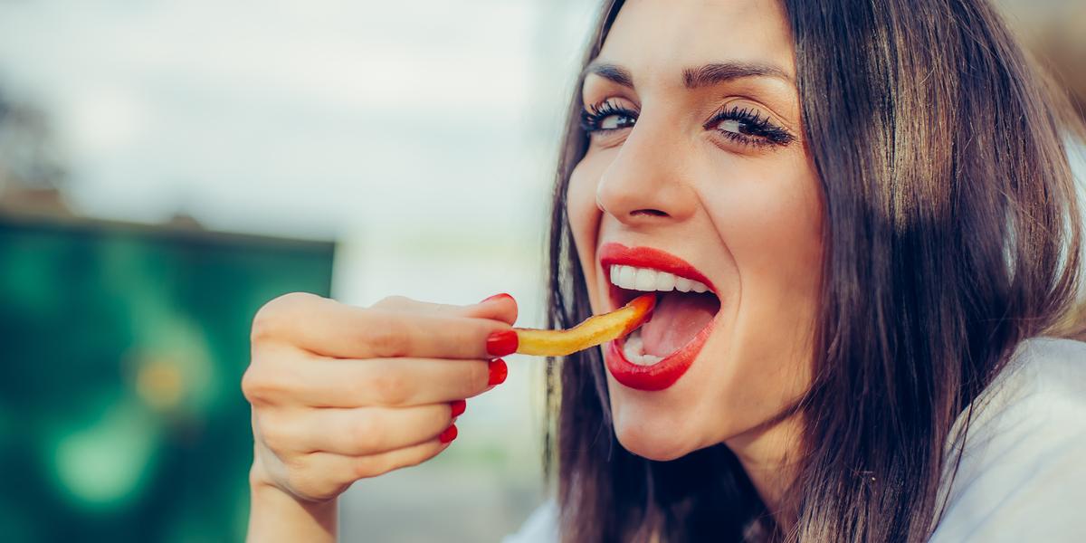GIRL, EATING, CHIPS