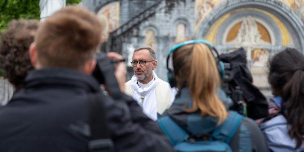 (FOTOGALLERY) Come Lourdes è tornata ad aprirsi ai pellegrini