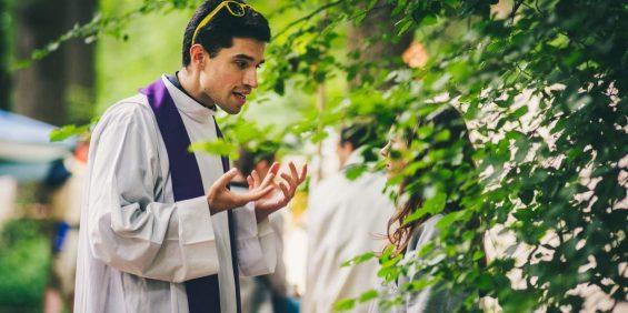 PRIEST, CONFESSION, WOMAN