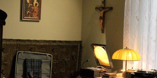 Macchina da scrivere, appunti, sci, dischi… scoprite gli effetti personali del futuro Giovanni Paolo II
