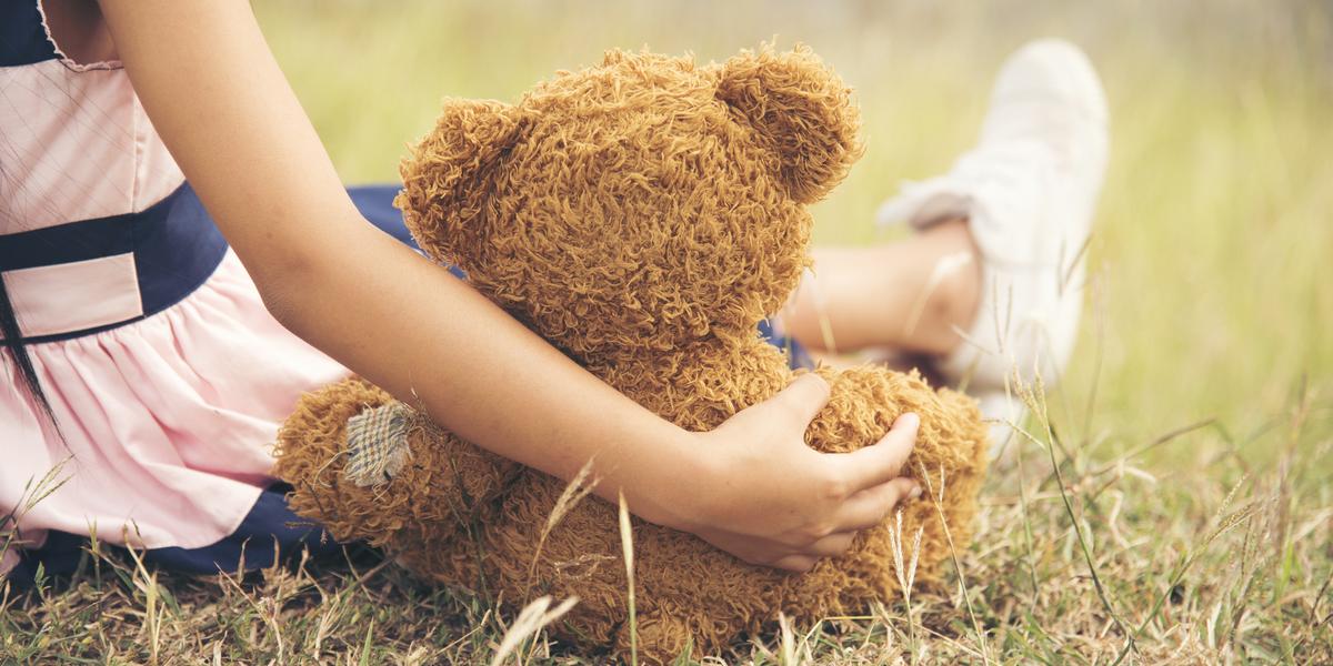 CHILD, TEDDY BEAR