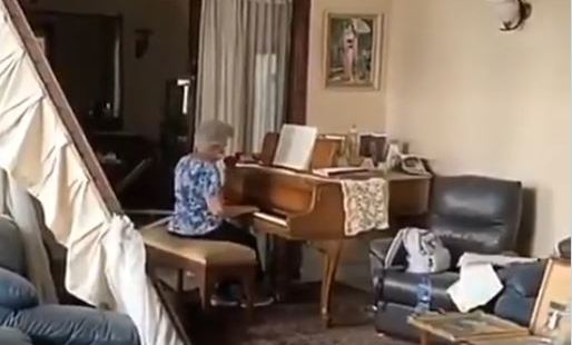 WEB3-ELDERLY-WOMAN-PLAY-PIANO-BERIUT-Twitter.jpg