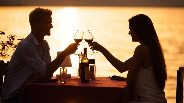 ROMANTIC, DINNER, SEA