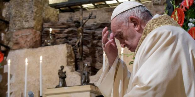 """(FOTOGALLERY) Le 10 frasi più forti del Papa in """"Fratelli tutti"""""""