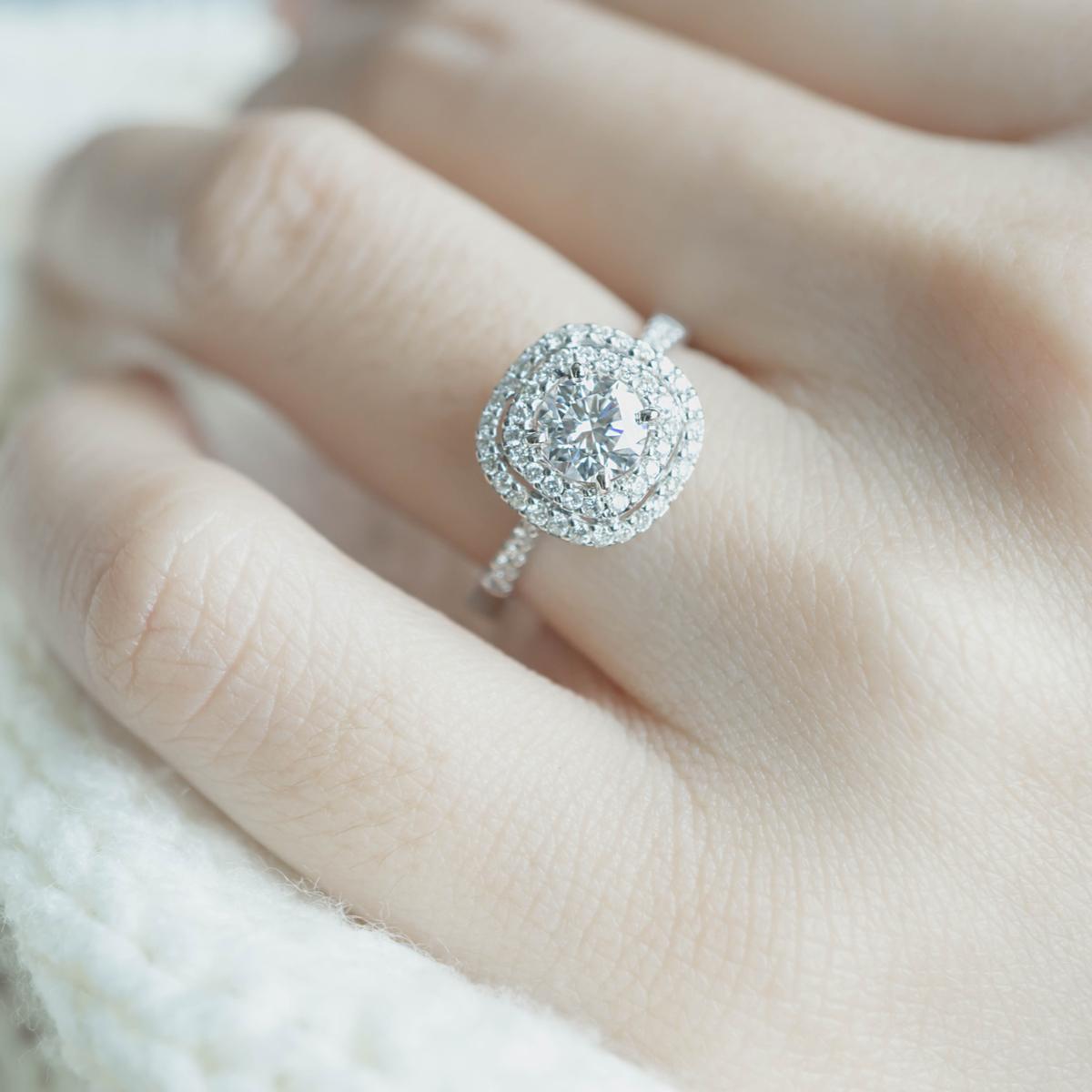 WOMAN, HAND, DIAMOND