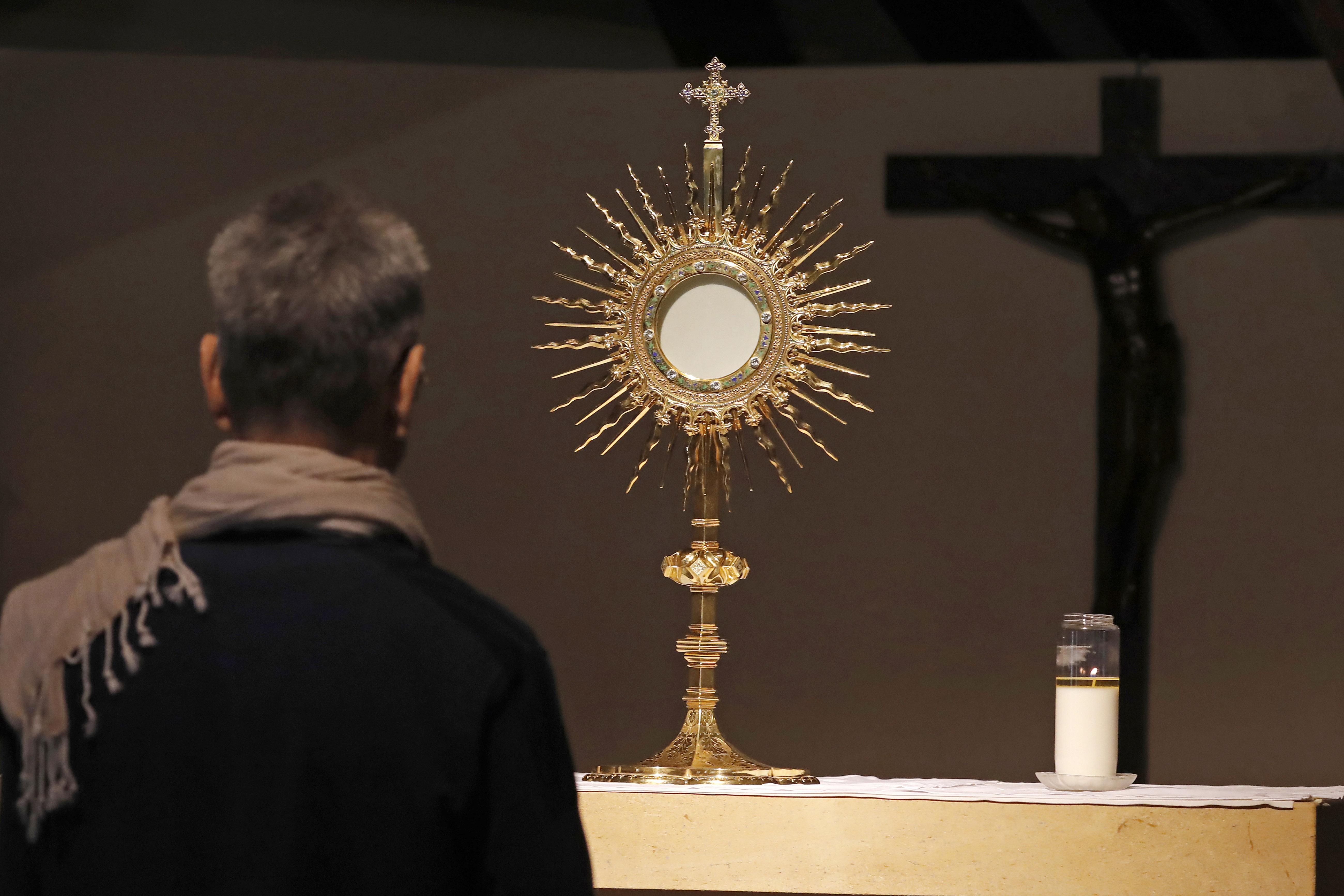Adoration eucharistique Paray le Monial