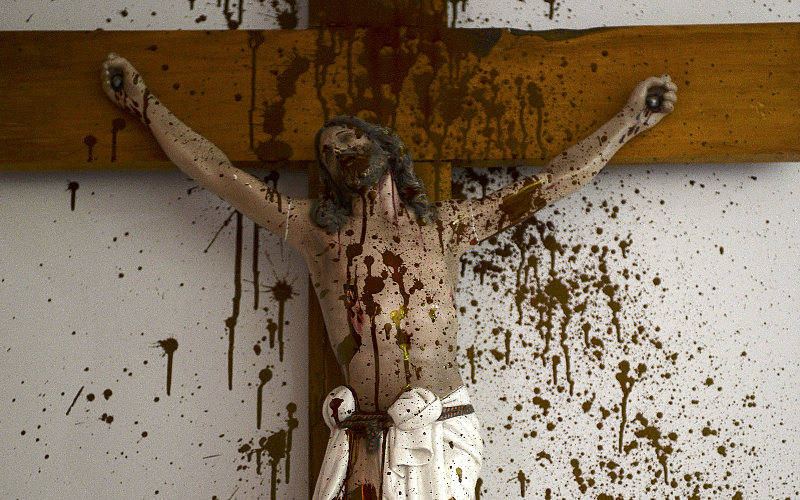 Gruppo indigeno vandalizza croce in Argentina