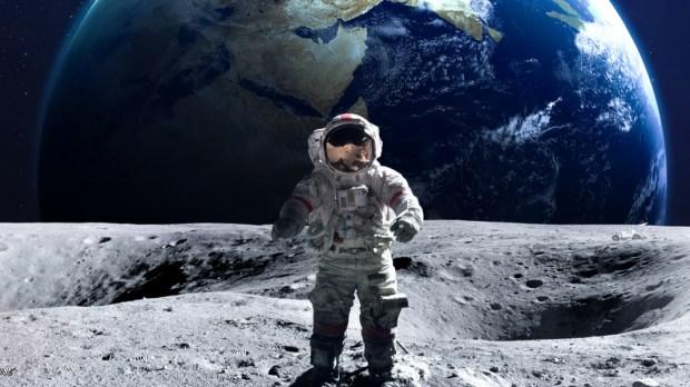 ASTRONAUT, MOON, EARTH