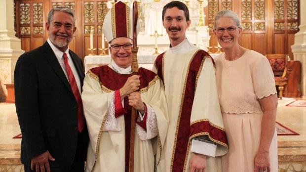 Scott Hahn em ordenação sacerdotal do filho, pe. Jeremiah