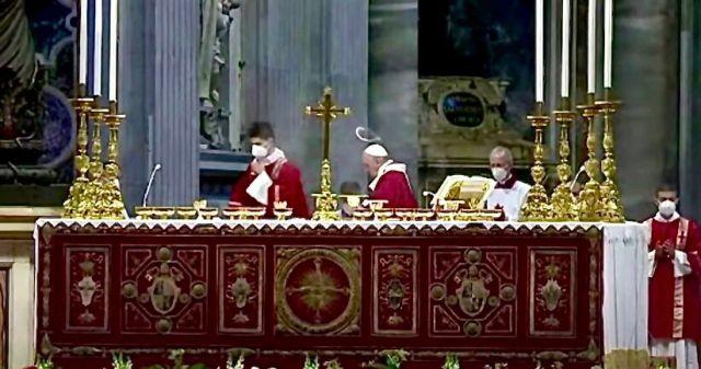 Strano cerchio bianco sulla testa del Papa. Il video diventa virale