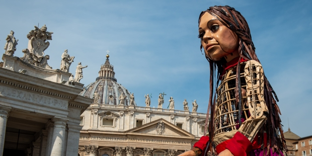 (FOTOGALLERY) La statua di Amal a Piazza San Pietro